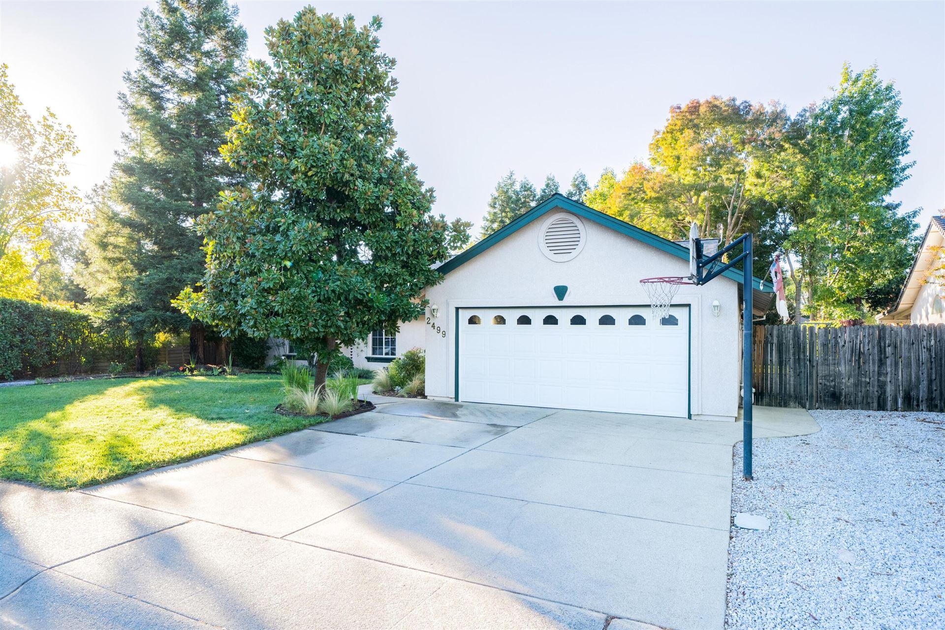 Photo of 2499 Castlewood Dr, Redding, CA 96002 (MLS # 21-4895)