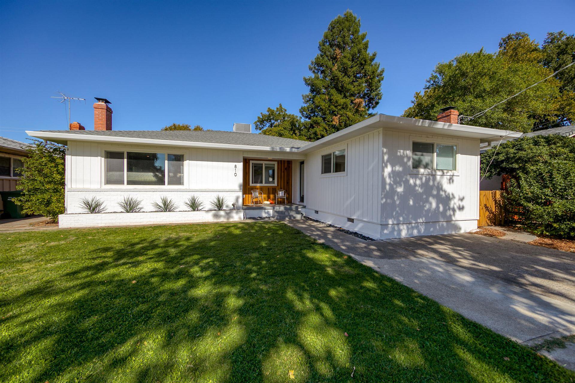 Photo of 810 Gold St, Redding, CA 96001 (MLS # 21-4912)