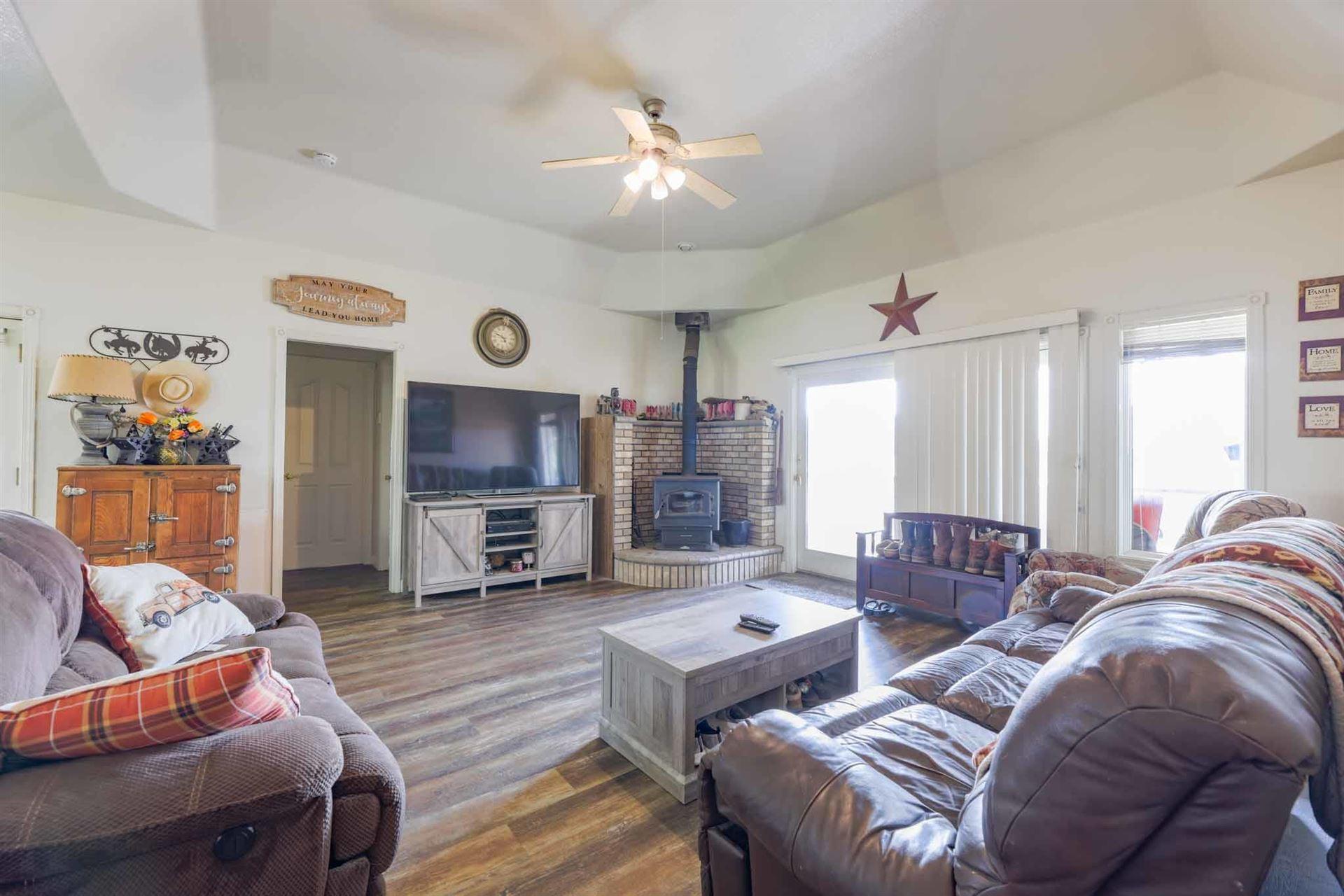 Photo of 3488 Majestic Oak Cir, Cottonwood, CA 96022 (MLS # 21-3942)