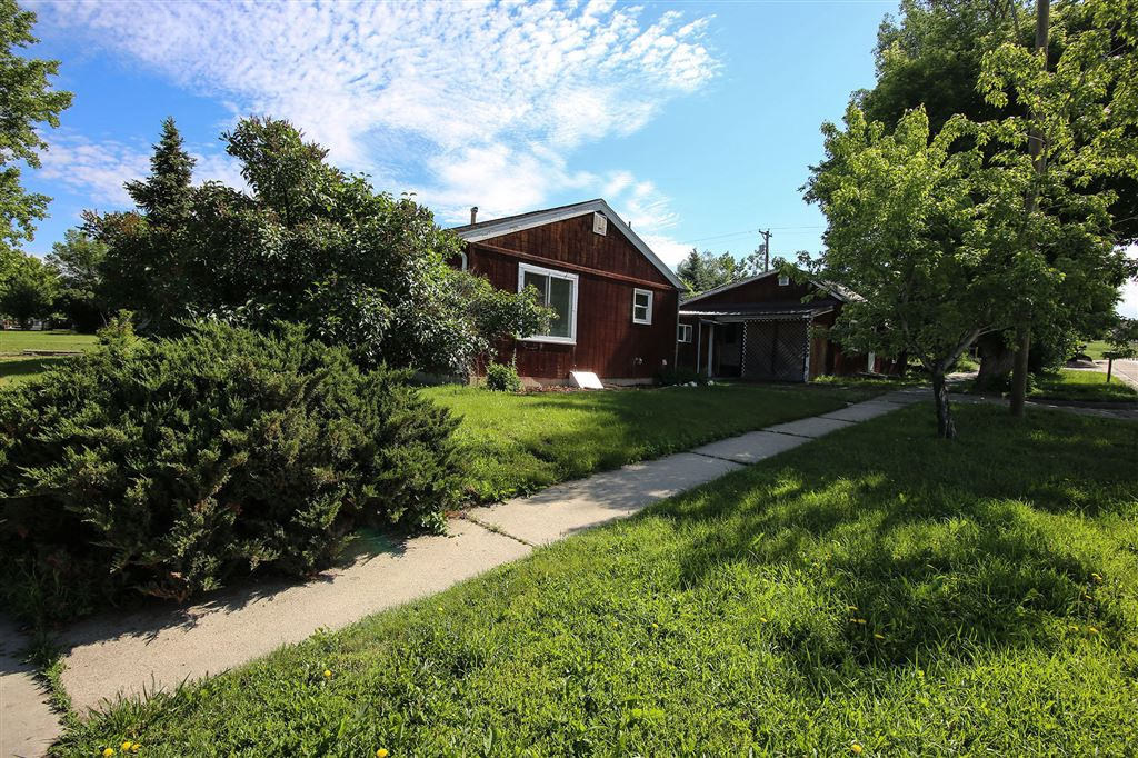Photo for 905 N Sheridan Avenue, Sheridan, WY 82801 (MLS # 19-648)