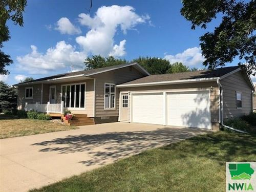 Photo of 804 Division Street, Hull, IA 51239-7566 (MLS # 810022)