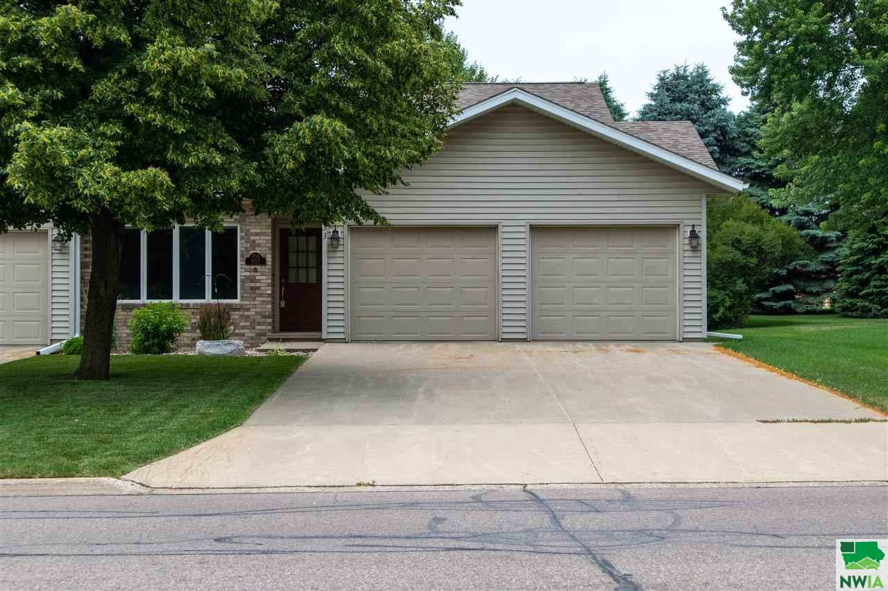 Photo for 733 4th Ave SE, Sioux Center, IA 51250 (MLS # 808022)