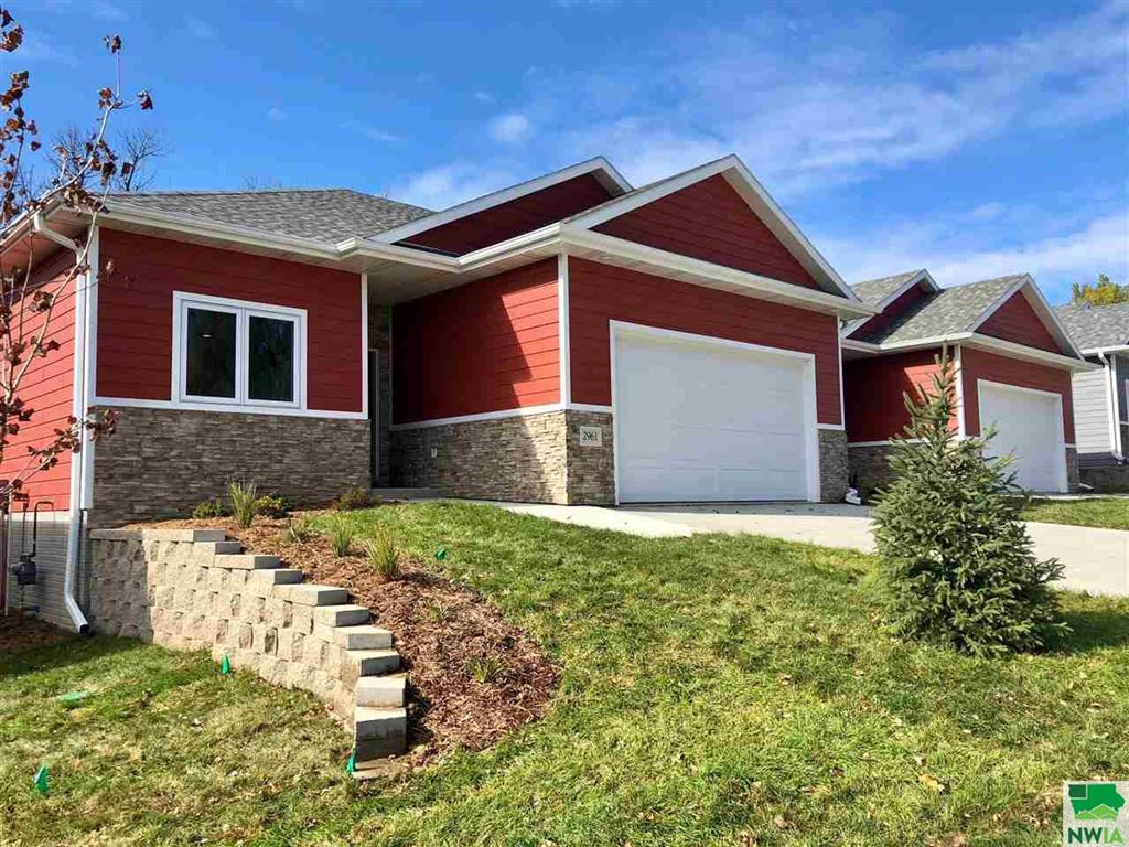Photo for 2961 Chestnut Ave, Sioux City, IA 51104 (MLS # 803046)