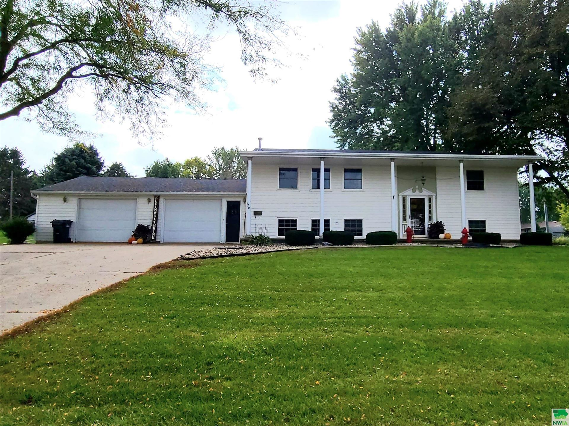 Photo for 420 1st St., Hull, IA 51239 (MLS # 815070)