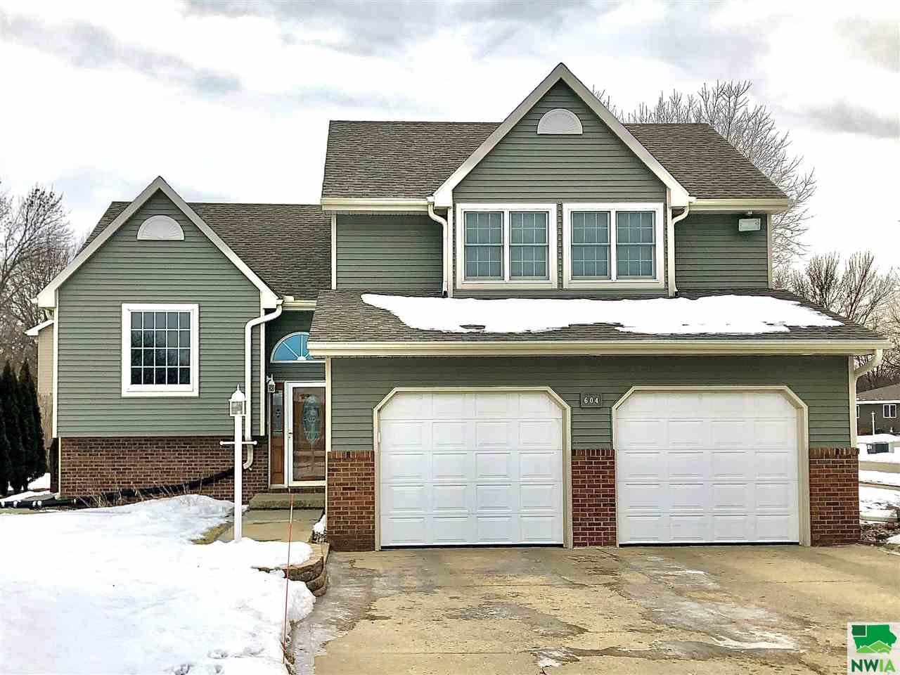 Photo for 604 Topaz Dr, Sergeant Bluff, IA 51054 (MLS # 808072)