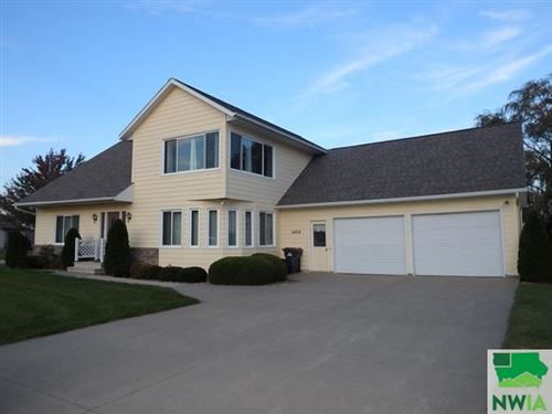 Photo of 1404 5th Avenue SE, Sioux Center, IA 51250 (MLS # 807076)