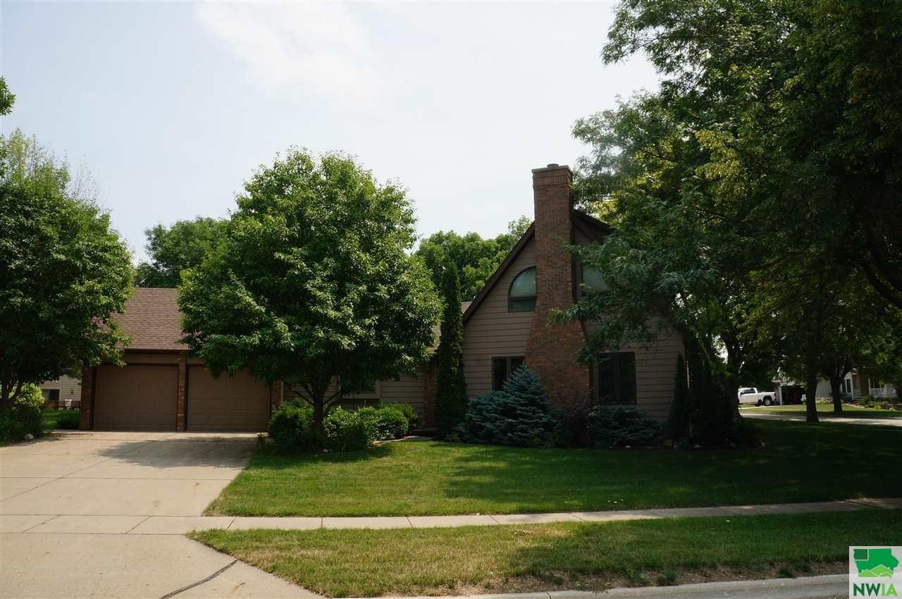 Photo for 1590 SE 3rd Ave, LeMars, IA 51031 (MLS # 814105)