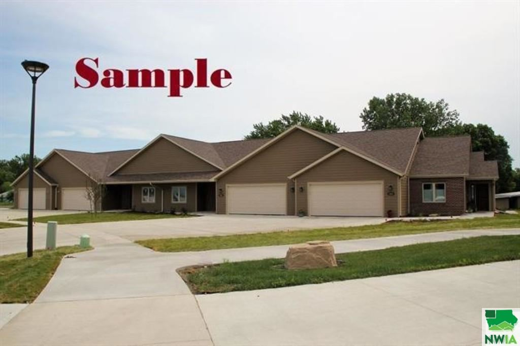 Photo for 207 Prairie Bluff Drive, Sergeant Bluff, IA 51054 (MLS # 814124)
