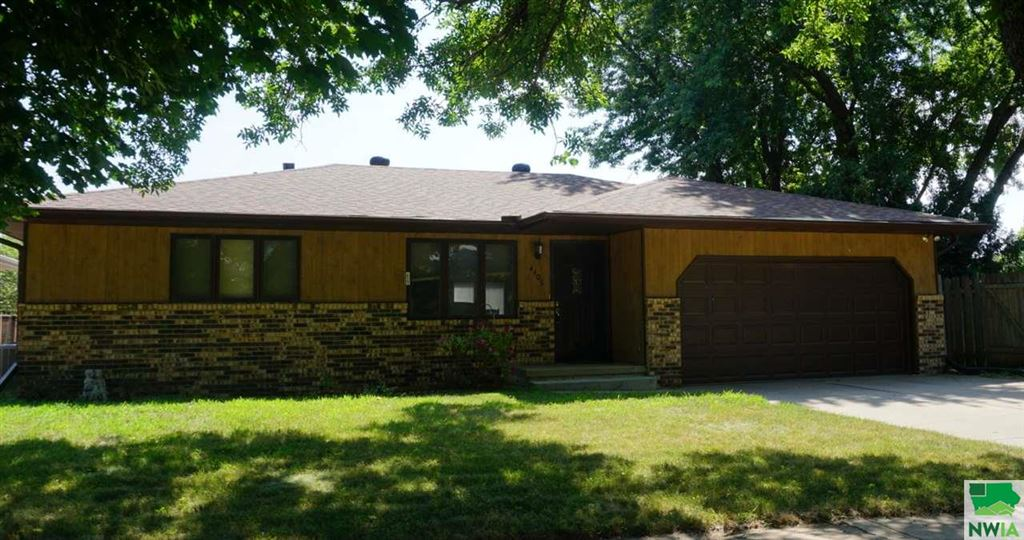 Photo for 4406 47th, Sioux City, IA 51108 (MLS # 806131)