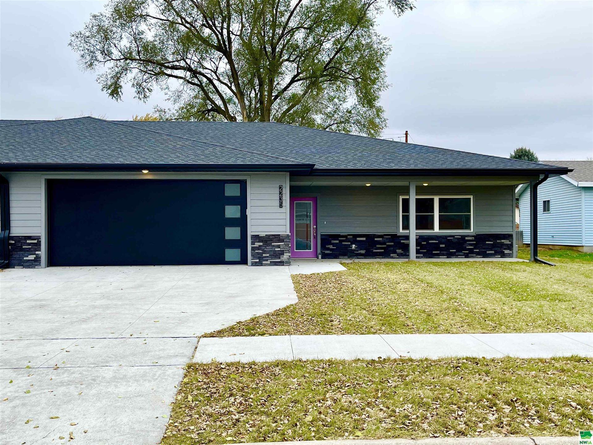 Photo for 2235 Dewey Street, Sioux City, IA 51109 (MLS # 814134)