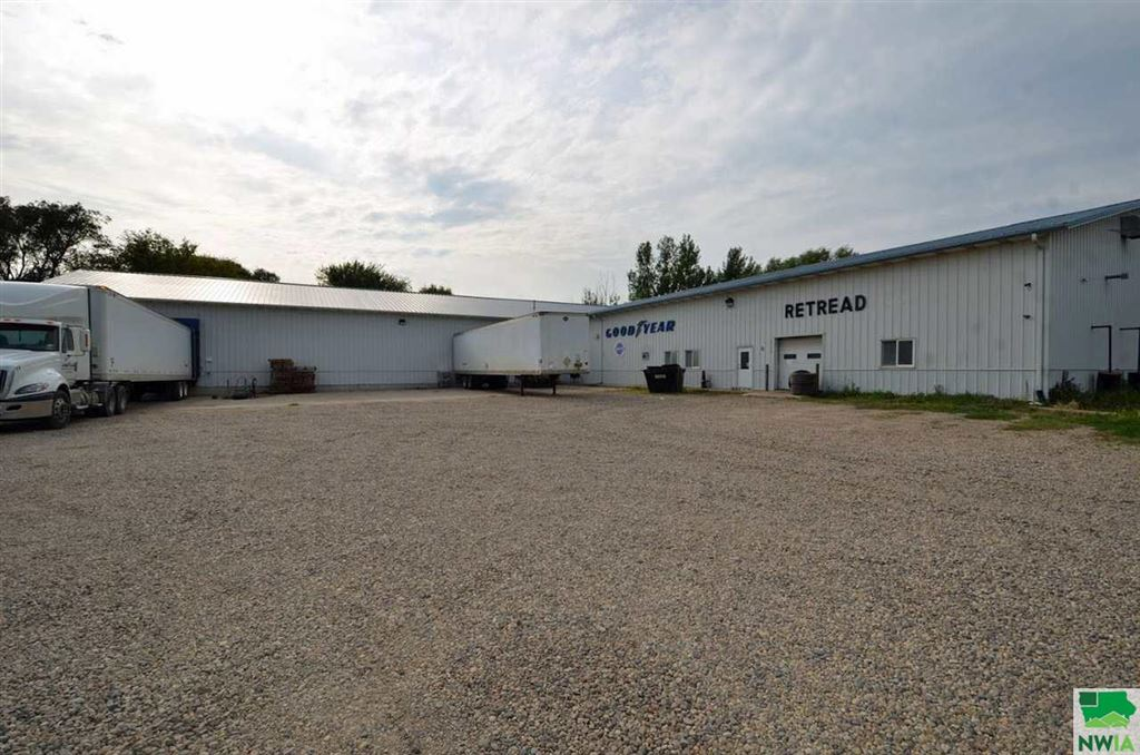 Photo for 301 West 18th St, Spencer, IA 51301 (MLS # 806135)