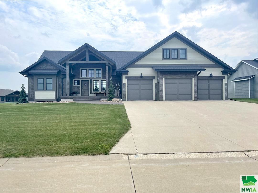 Photo for 755 Colonial Street, Sioux Center, IA 51250 (MLS # 814146)