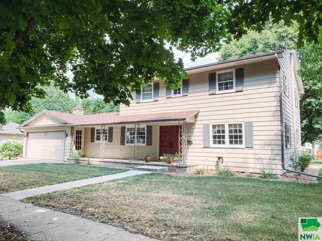 Photo for 521 Concord Ave NE, Orange City, IA 51041 (MLS # 810147)