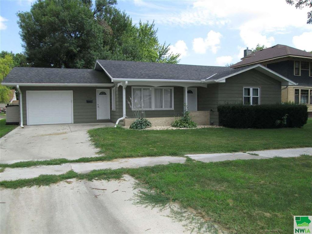 Photo for 719 8th Ave., Sheldon, IA 51201 (MLS # 806160)