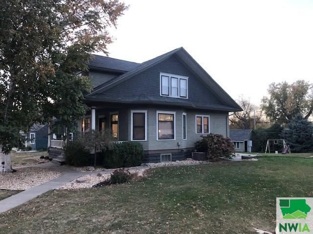 Photo for 523 1st Street, Hull, IA 51239-7327 (MLS # 811200)