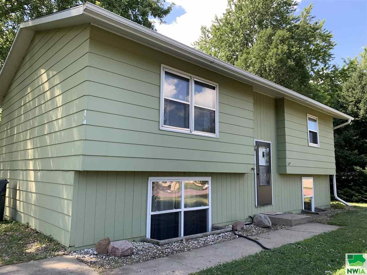 Photo for 1117 Rice Dr, Vermillion, SD 57069 (MLS # 810204)