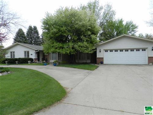 Photo of 83 13th  St SE, Sioux Center, IA 51250 (MLS # 809245)