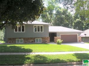 Photo of 6104 Pine View Drive, Sioux City, IA 51106 (MLS # 806259)