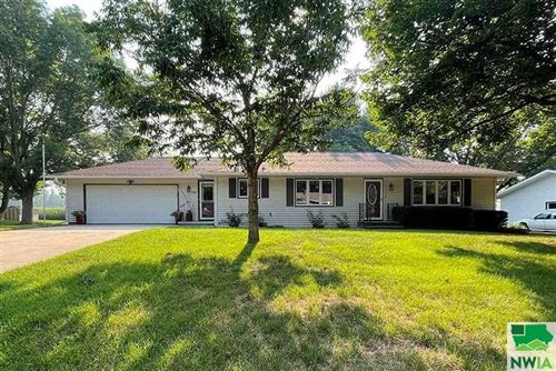 Photo of 518 6th Ave SE, Sioux Center, IA 51250 (MLS # 814260)