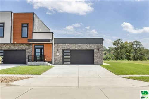 Photo of 2630 Flatwater Drive, South Sioux City, NE 68776 (MLS # 809264)