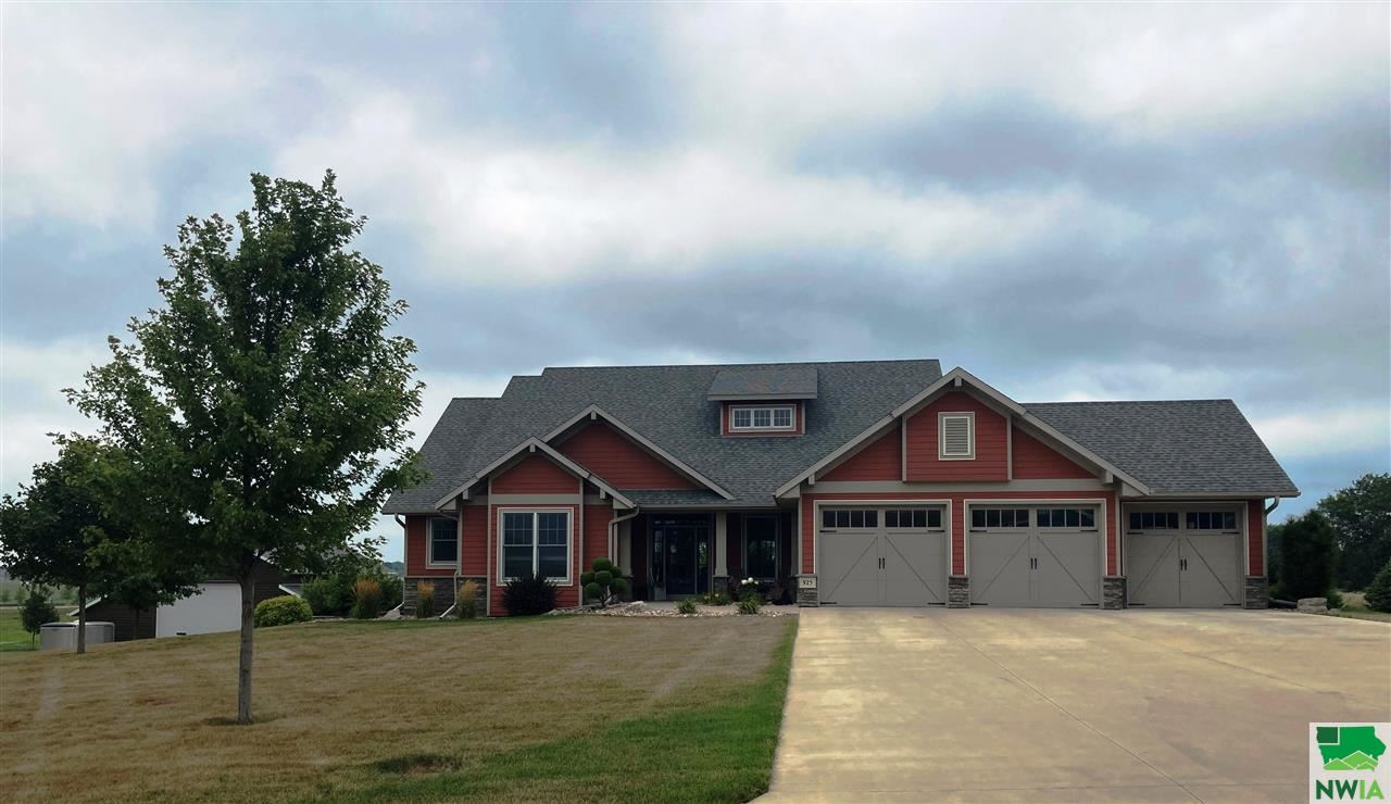 Photo for 925 Surnise Trails, Sioux Center, IA 51250-5501 (MLS # 810308)