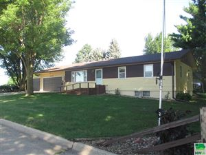 Photo of 232 12th St SW, Sioux Center, IA 51250 (MLS # 806364)