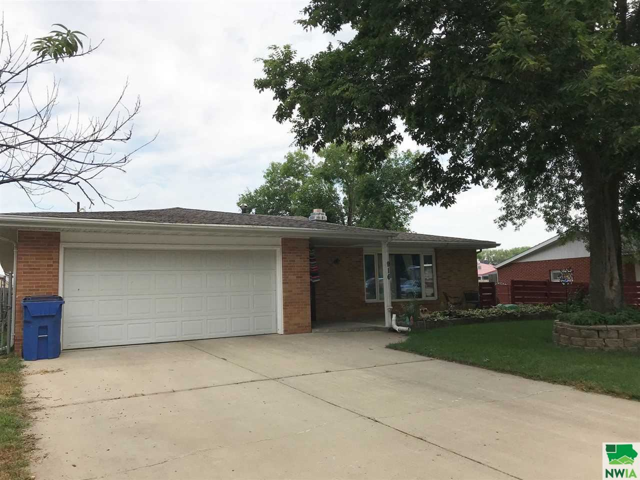 Photo for 916 Lincoln, Vermillion, SD 57069 (MLS # 807400)