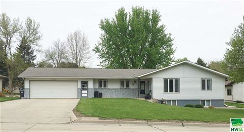 Photo of 502 3rd Street SE, Sioux Center, IA 51250-2234 (MLS # 811411)