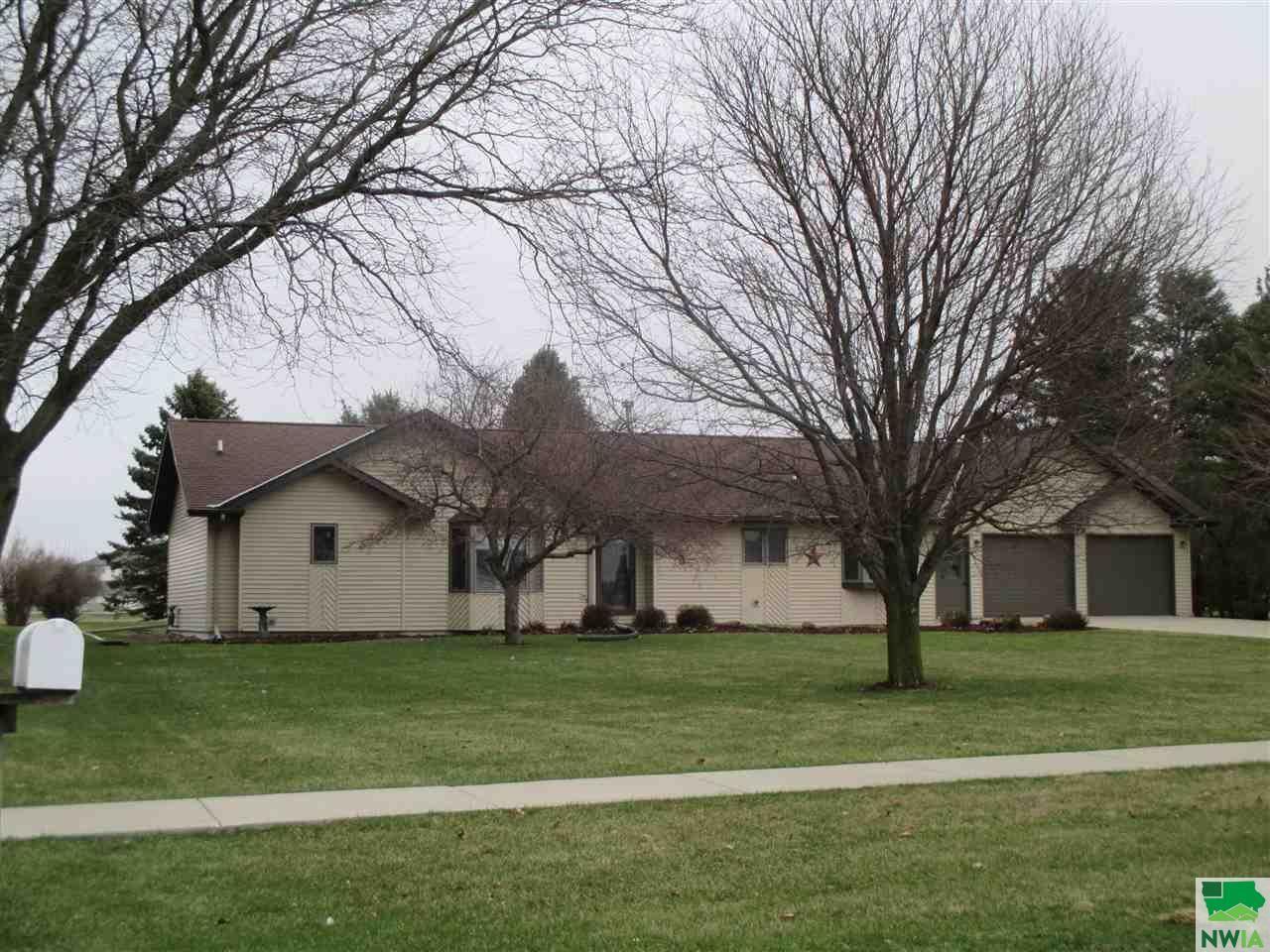 Photo for 415 Country Club, Sheldon, IA 51201 (MLS # 807427)