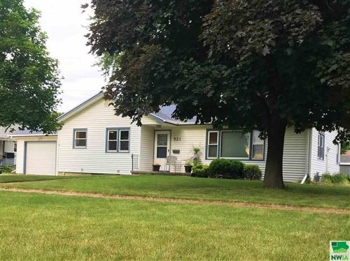 Photo of 521 Delaware Ave NW, Orange City, IA 51041 (MLS # 805434)