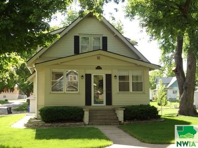 Photo for 105 2nd Avenue NE, Sioux Center, IA 51250 (MLS # 813436)