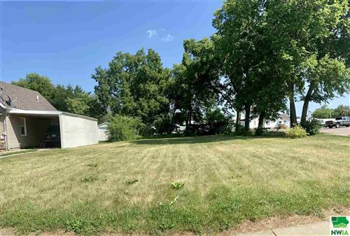 Photo of 2614 Home St, Sioux City, IA 51109 (MLS # 812438)