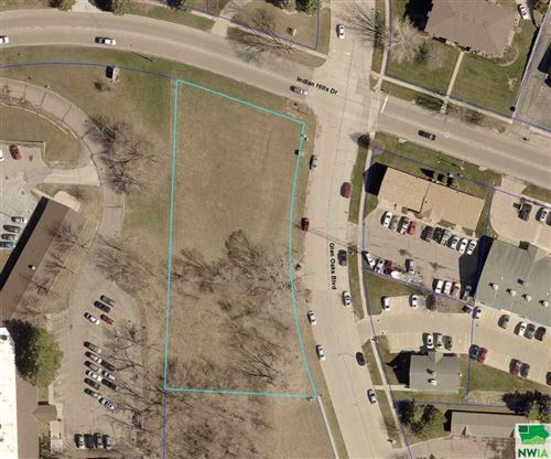 Photo of 1900 Indian Hills Drive, Sioux City, IA 51104 (MLS # 814475)