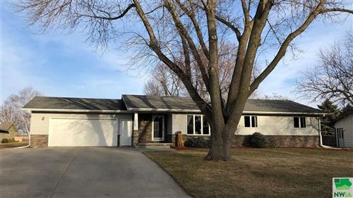 Photo of 810 3rd Ave NE, Sioux Center, IA 51250-2021 (MLS # 808483)