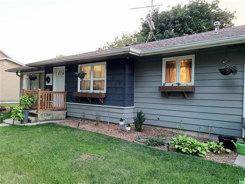 Tiny photo for 1407 Division St., Hull, IA 51239 (MLS # 814484)