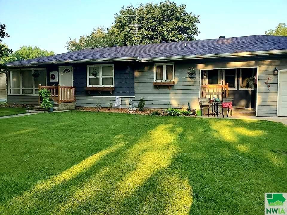 Photo for 1407 Division St., Hull, IA 51239 (MLS # 814484)