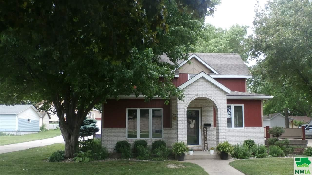 Photo for 806 4th Ave., Alton, IA 51003 (MLS # 809492)