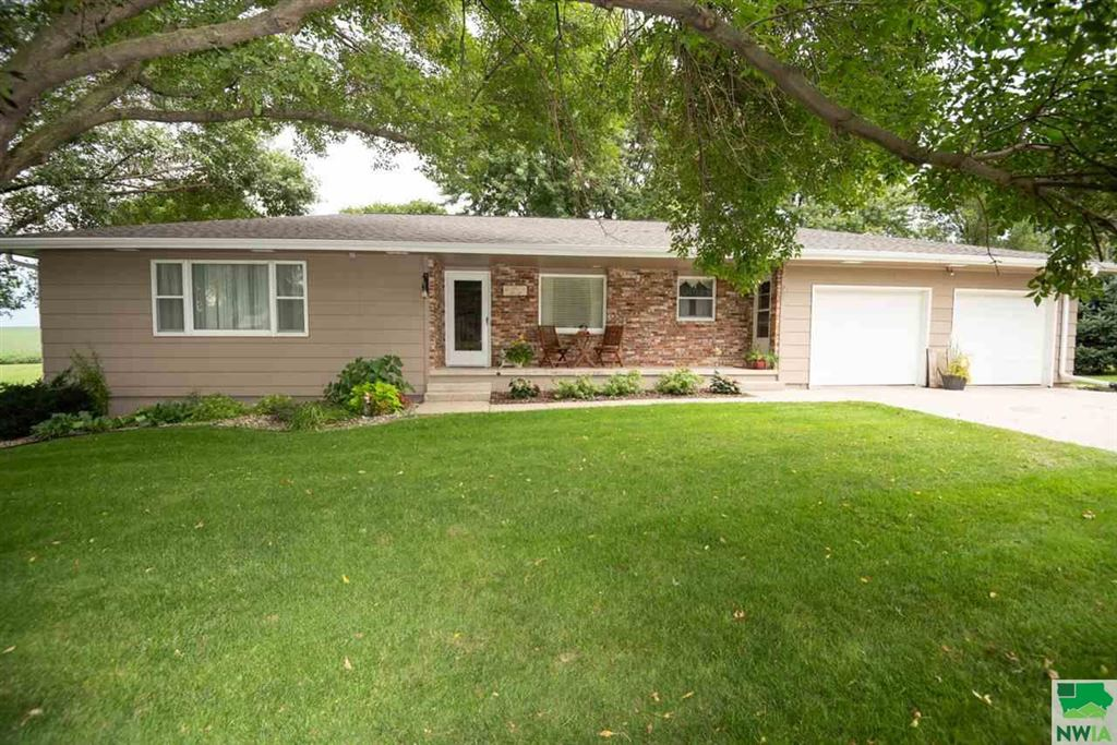Photo for 204 CAMBIER DR, Alton, IA 51003 (MLS # 806493)