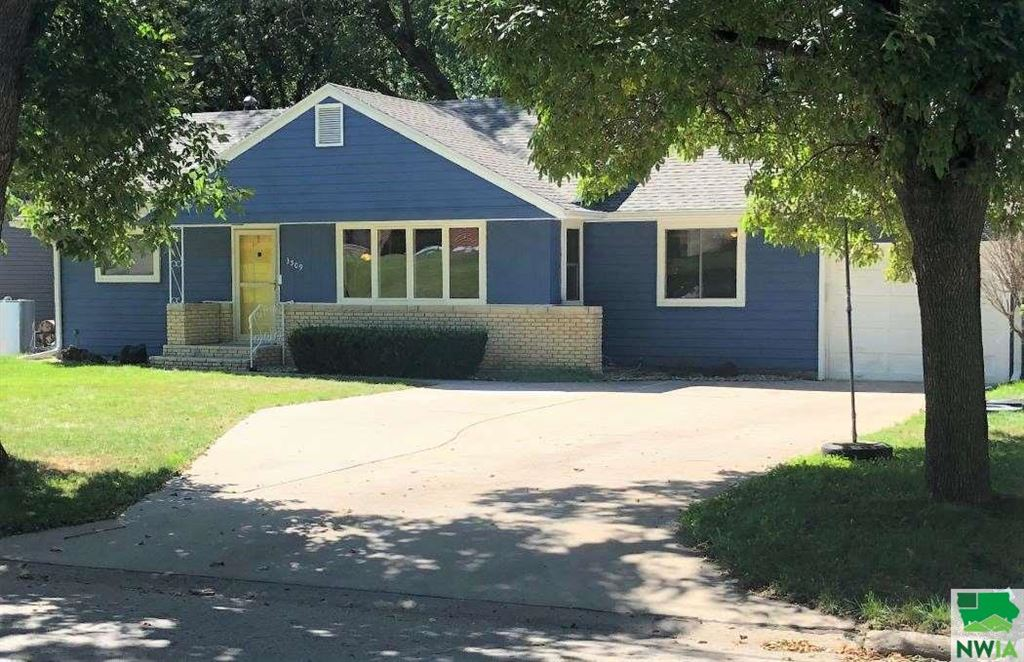 Photo for 3509 Douglas Street, Sioux City, IA 51104 (MLS # 806506)