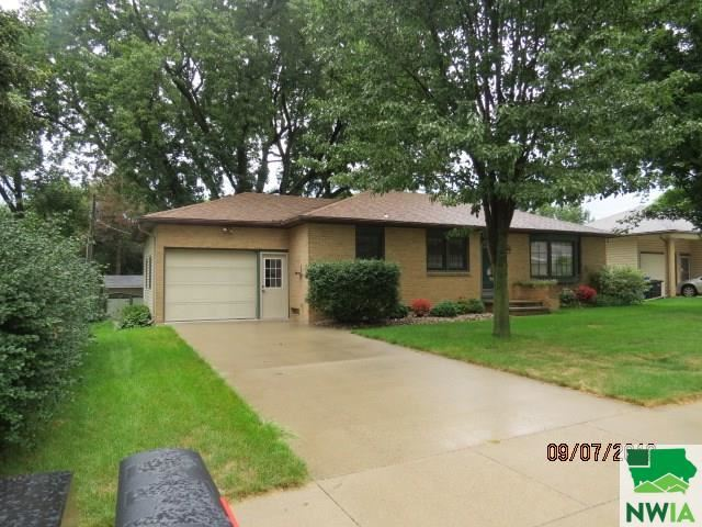 Photo for 811 3rd St. SE, LeMars, IA 51031 (MLS # 806515)