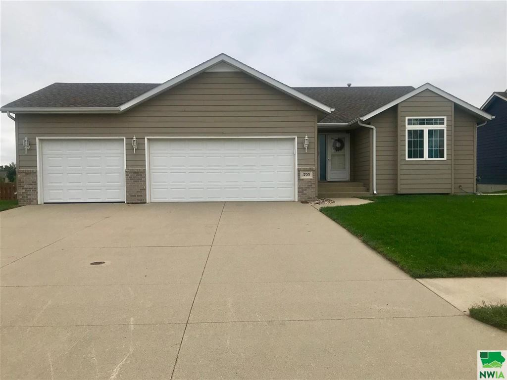 Photo for 1703 Country Club Drive, Elk Point, SD 57025 (MLS # 806528)