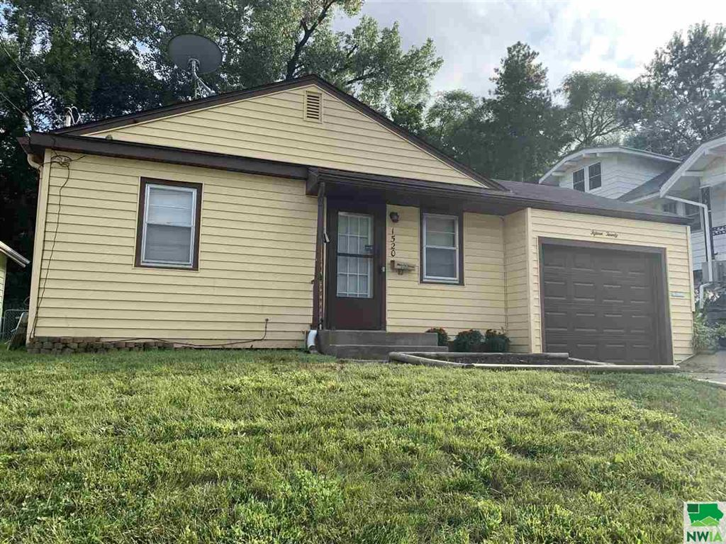 Photo for 1520 27th St., Sioux City, IA 51104 (MLS # 806539)
