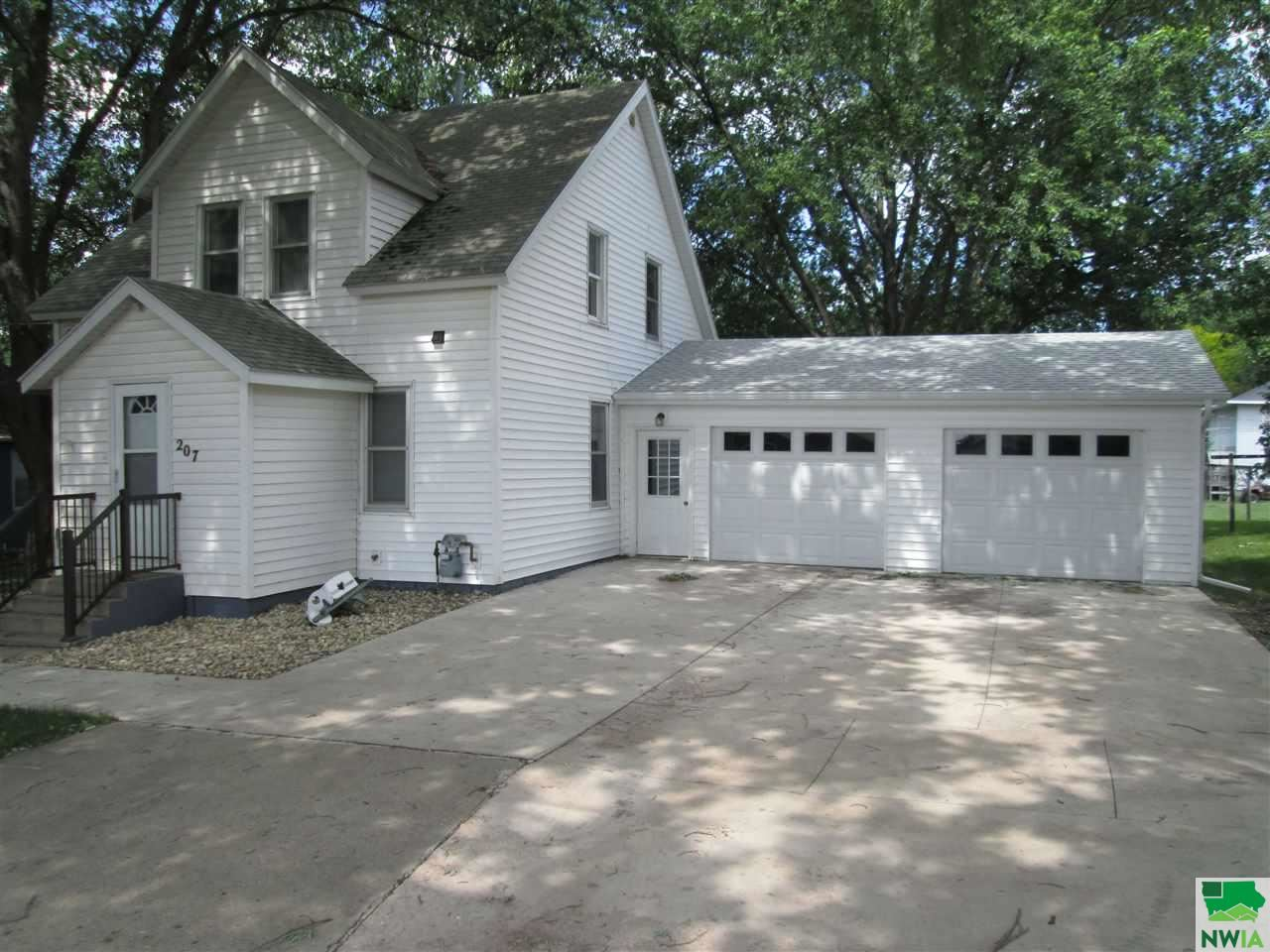Photo for 207 N 6th Ave, Hospers, IA 51238 (MLS # 809544)
