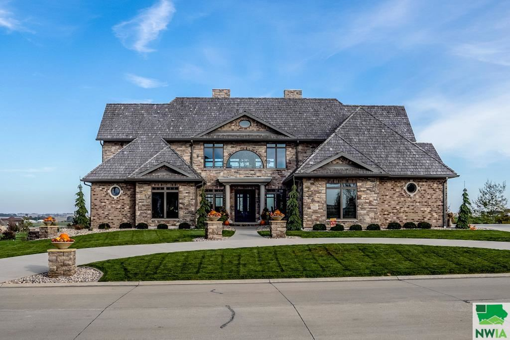 Photo for 2410 Ridge Road, Sioux Center, IA 51250 (MLS # 811545)