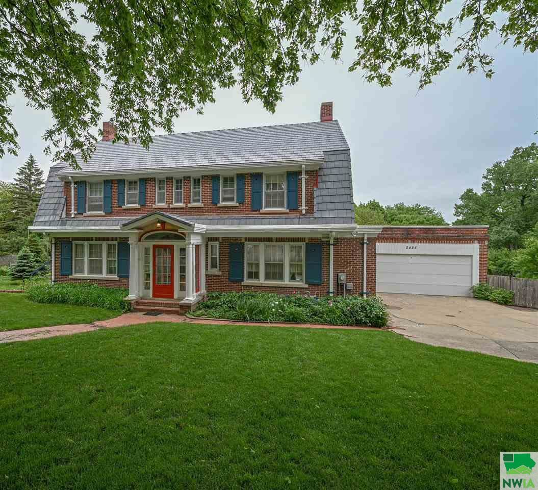 Photo for 2425 E Solway, Sioux City, IA 51104 (MLS # 813564)