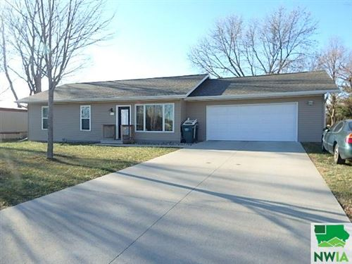 Photo of 806 Park Street, Alton, IA 51003 (MLS # 811597)