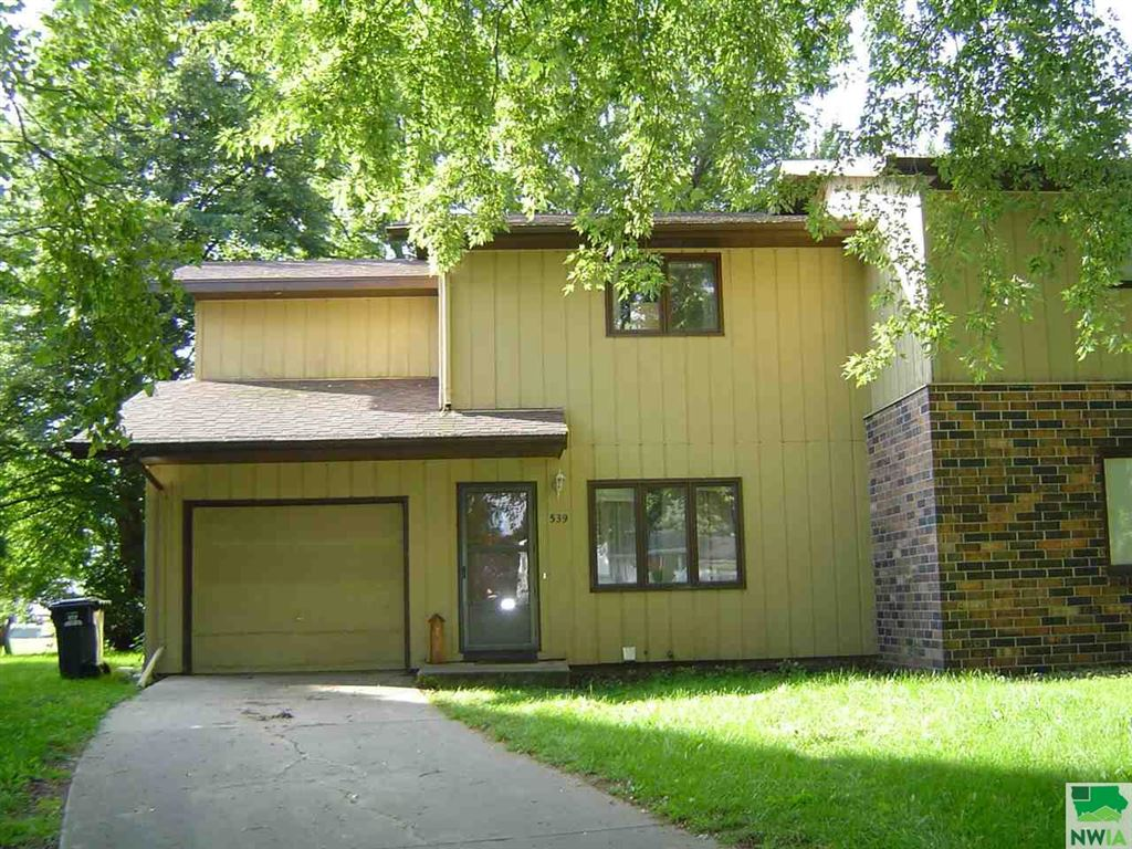 Photo for 539 5th Street NW, Sioux Center, IA 51250 (MLS # 806616)
