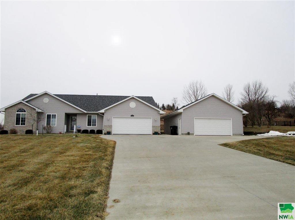 Photo for 5512 Christy Road, Sioux City, IA 51106 (MLS # 803650)