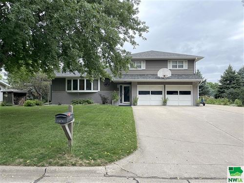 Photo of 274 12th Street SE, Sioux Center, IA 51250 (MLS # 814653)