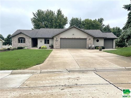 Photo of 507 2nd Street SE, Sioux Center, IA 51250 (MLS # 814671)